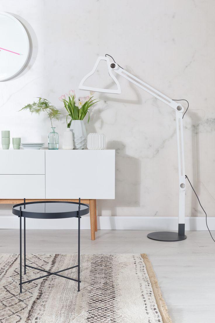 high on wood cabinet en cupid bijzetter en led it be lamp