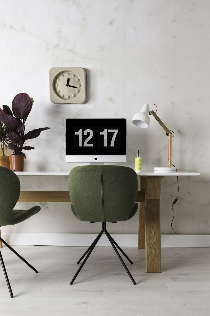 OMG chair en Study desk lamp en pulp time square clock