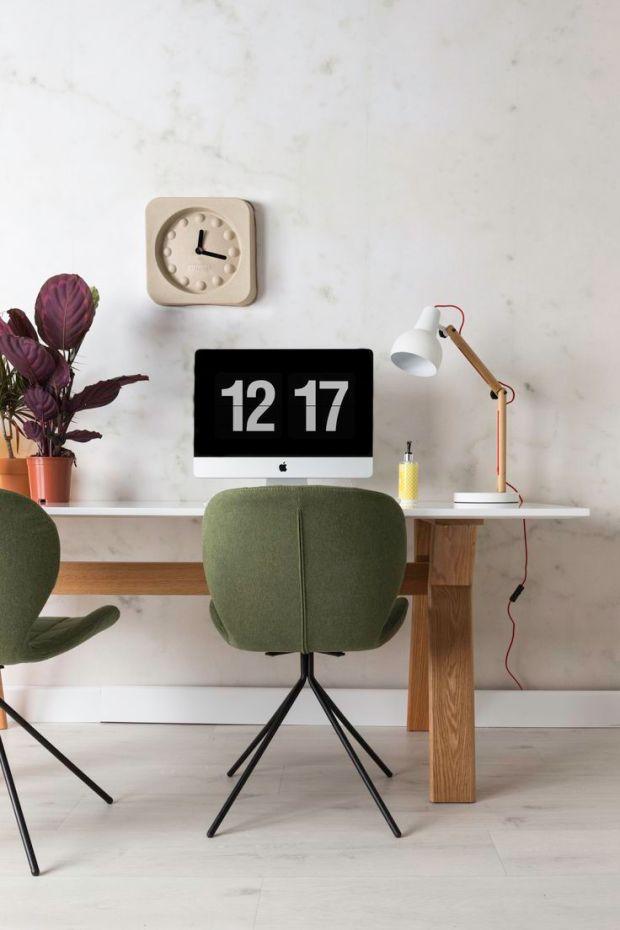 OMG chair en Study desk lamp en pulp time square clock