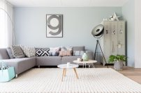 groot wit gebreid in woonkamer